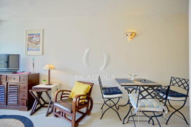 location-vacances-biarritz-appartement-3pieces-centre-ville-balcon-parking-tout-a-pied-2eme-ascenseur-009