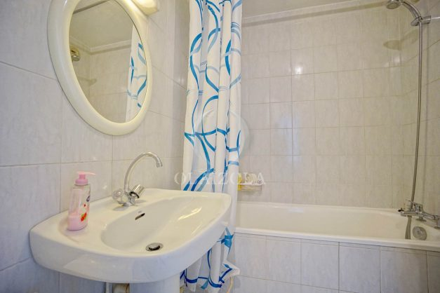 location-vacances-biarritz-appartement-3pieces-centre-ville-balcon-parking-tout-a-pied-2eme-ascenseur-019