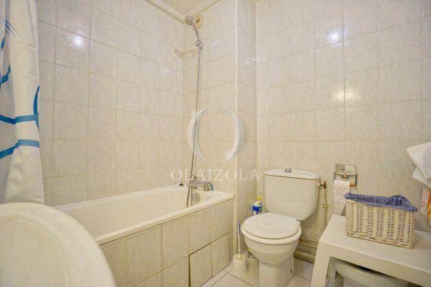 location-vacances-biarritz-appartement-3pieces-centre-ville-balcon-parking-tout-a-pied-2eme-ascenseur-020