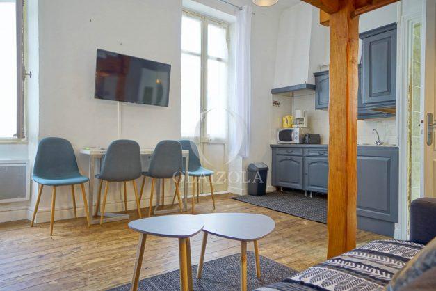 location-vacances-biarritz-studio-centre-ville-pas-cher-proche-halles-plage-et-commerce-a-pied-003