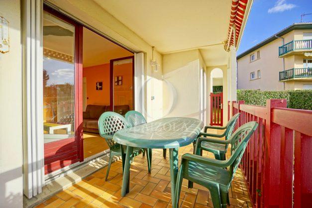 location-vacances-anglet-appartement-en-residence-chambre-d-amour-jardin-terrasse-rez-de-chausee-proche-plage-a-pied-vue-mer-2020-007
