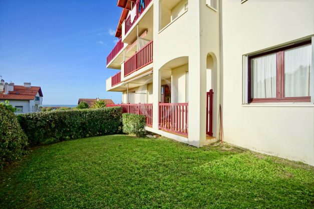 location-vacances-anglet-appartement-en-residence-chambre-d-amour-jardin-terrasse-rez-de-chausee-proche-plage-a-pied-vue-mer-2020-009