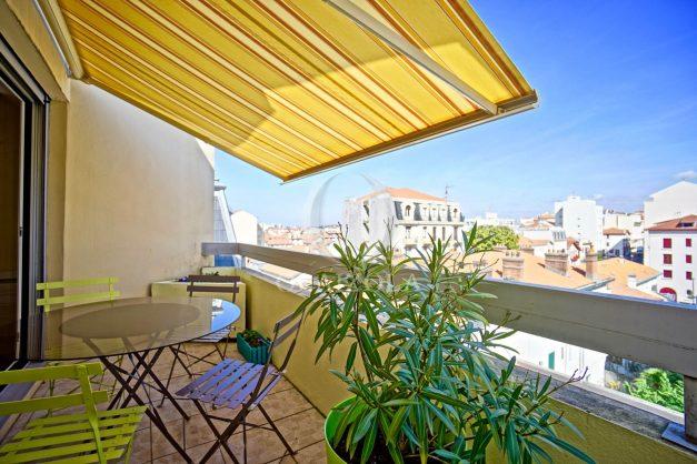 location-vacances-biarritz-appartement-coeur-de-ville-parking-terrasse-plage-a-pied-verdun-ensoleillee-vue-magnifique-003