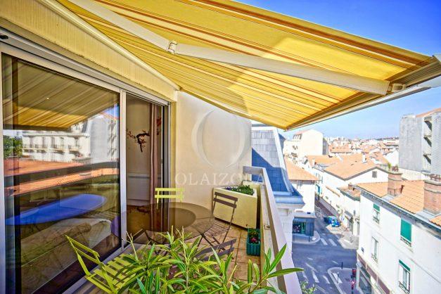 location-vacances-biarritz-appartement-coeur-de-ville-parking-terrasse-plage-a-pied-verdun-ensoleillee-vue-magnifique-004