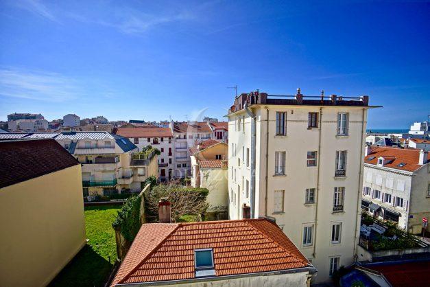 location-vacances-biarritz-appartement-coeur-de-ville-parking-terrasse-plage-a-pied-verdun-ensoleillee-vue-magnifique-013
