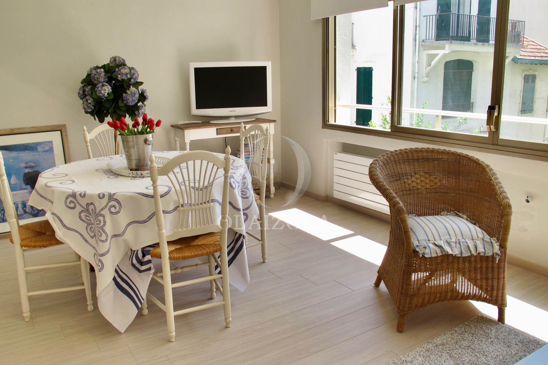ideal deux pas de la plage agence olaizola location saisonni re de vacances biarritz et. Black Bedroom Furniture Sets. Home Design Ideas