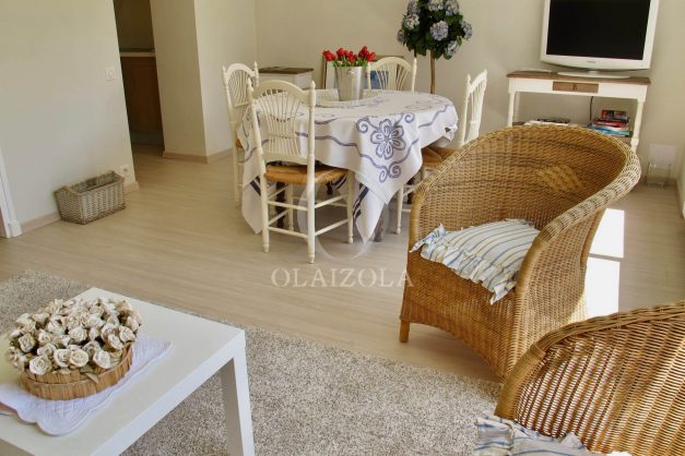 location-vacances-saint-jean-de-luz-appartement-standing-centre-ville-bord-de-mer-parking-plage-a-pied-008