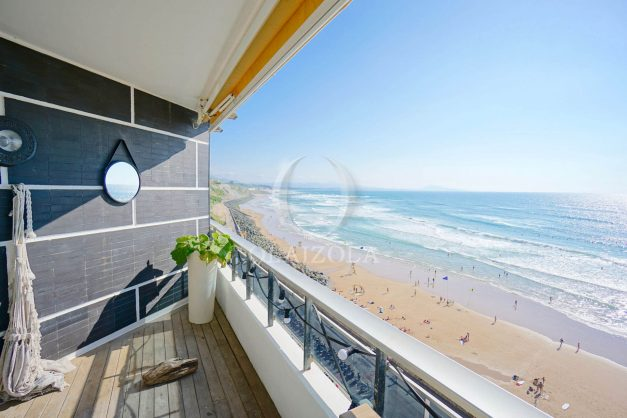 vacances-location-biarritz-sunset-T1-terrasse-vue-mer-plage-cote-des-basques-plage-a-pied-016