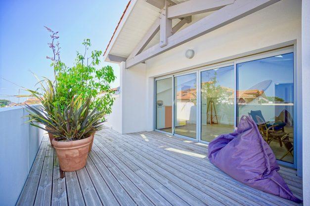 location-vacances-anglet-appartement-standing-centre-ville-plages-5 cantons-parkings-terrasses-commerces-a-proximite-les-halles-005