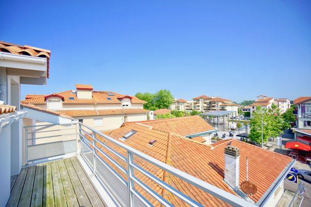 location-vacances-anglet-appartement-standing-centre-ville-plages-5 cantons-parkings-terrasses-commerces-a-proximite-les-halles-027