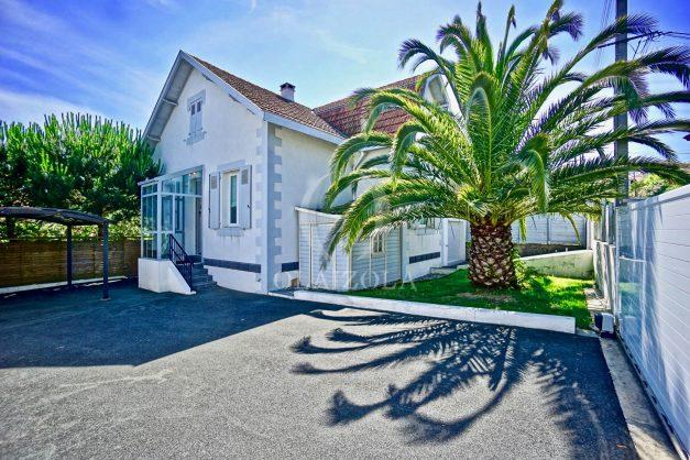 location-vacances-anglet-jaccuzi-sauna-plage-bayonne-parking-couvert-terrasse-couverte-proche-commerce-parfait001