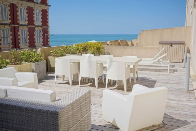 location-vacances-biarritz-appartement-centre-ville-terrasse-grand-plage-a-pied-006