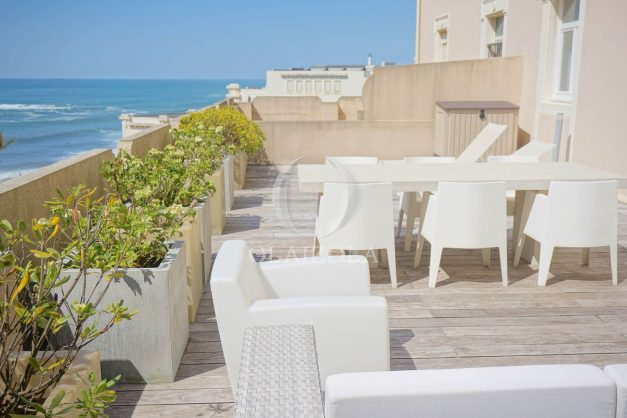 location-vacances-biarritz-appartement-centre-ville-terrasse-grand-plage-a-pied-030