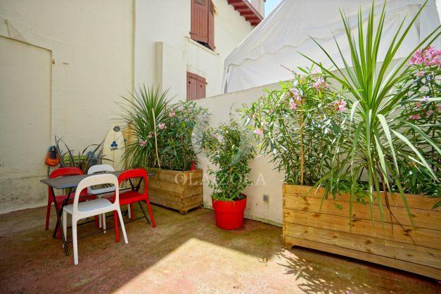 location-vacances-biarritz-appartement-terrasse-plateau-atalaye-port-vieux-refait-a-neuf-coeur-de-ville-plage-a-pied-atalaye-004