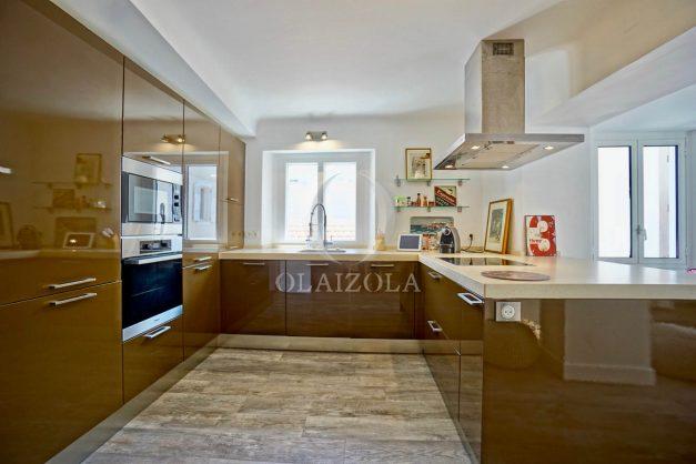 location-vacances-biarritz-appartement-terrasse-plateau-atalaye-port-vieux-refait-a-neuf-coeur-de-ville-plage-a-pied-atalaye-016
