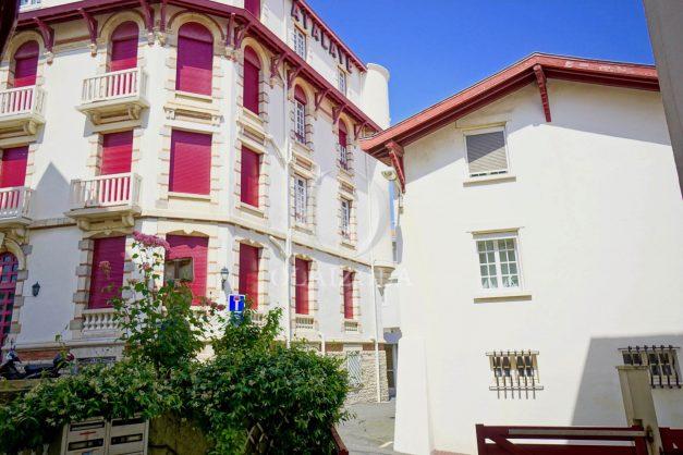 location-vacances-biarritz-appartement-terrasse-plateau-atalaye-port-vieux-refait-a-neuf-coeur-de-ville-plage-a-pied-atalaye-025