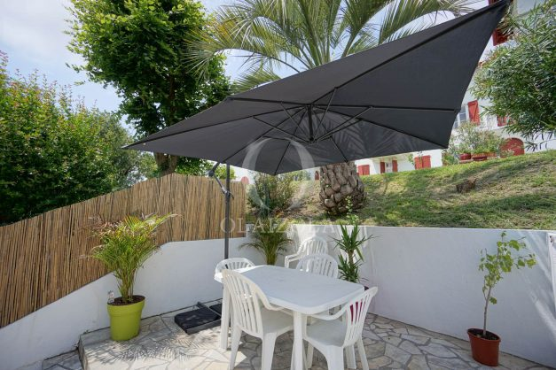 location-vacances-saint-jean-de-luz-appartement-2-chambres-terrasse-barbecue-parking-plage-acotz-lafitenia-surf-001
