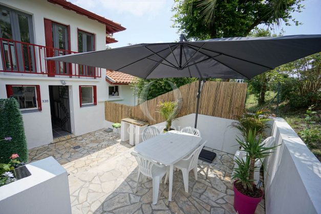 location-vacances-saint-jean-de-luz-appartement-2-chambres-terrasse-barbecue-parking-plage-acotz-lafitenia-surf-002