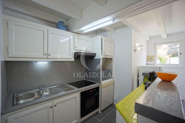 location-vacances-saint-jean-de-luz-appartement-2-chambres-terrasse-barbecue-parking-plage-acotz-lafitenia-surf-017