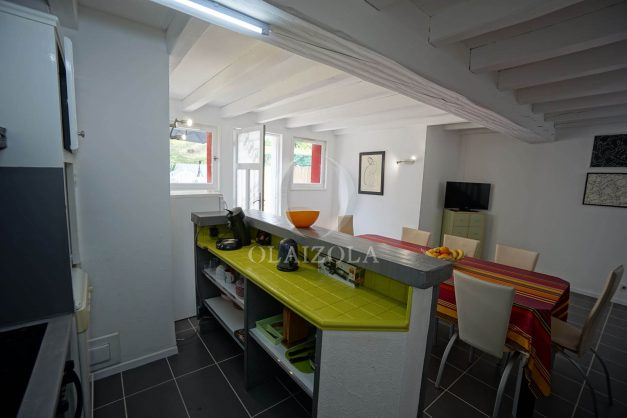 location-vacances-saint-jean-de-luz-appartement-2-chambres-terrasse-barbecue-parking-plage-acotz-lafitenia-surf-019