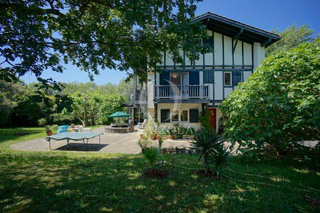 location-vacances-villa-8-pièces-bidart-jardin-terrasse-calme-proche-plage-002