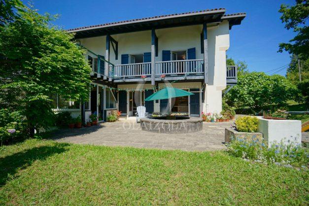 location-vacances-villa-8-pièces-bidart-jardin-terrasse-calme-proche-plage-005