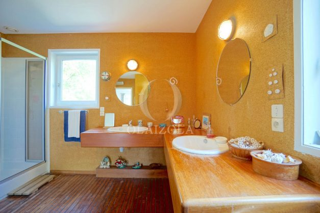 location-vacances-villa-8-pièces-bidart-jardin-terrasse-calme-proche-plage-023
