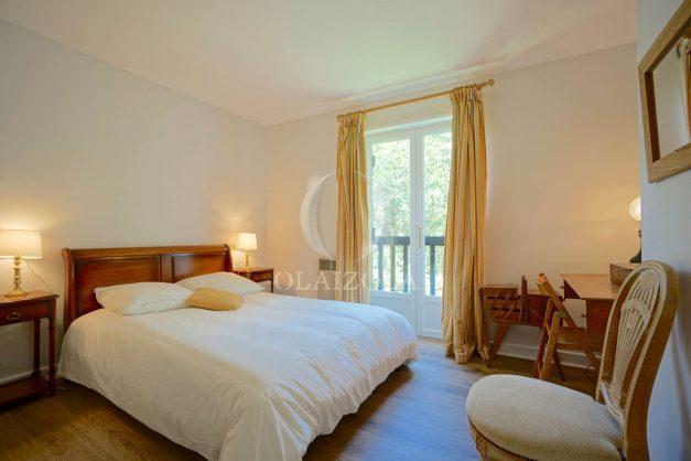 location-vacances-villa-8-pièces-bidart-jardin-terrasse-calme-proche-plage-025