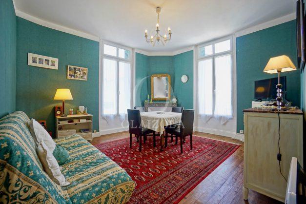 location-vacances-biarritz-appartement-ancien-plein-coeur-de-ville-port-vieux-chapeau-rouge-001