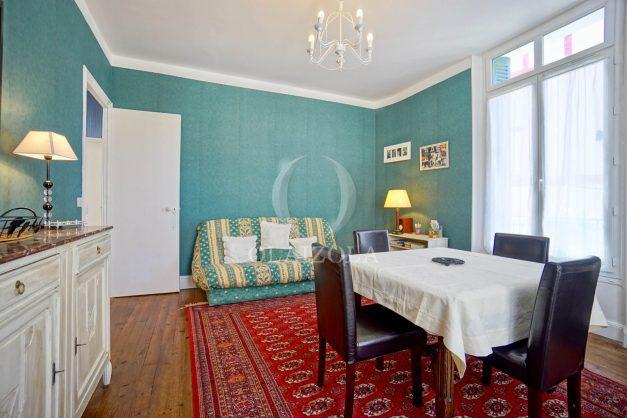 location-vacances-biarritz-appartement-ancien-plein-coeur-de-ville-port-vieux-chapeau-rouge-002