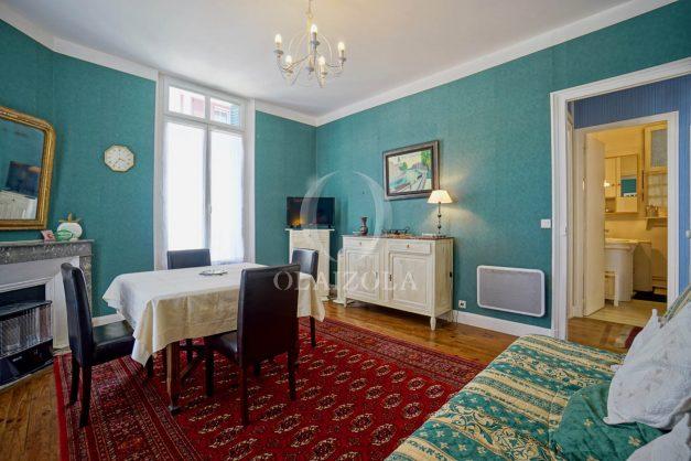 location-vacances-biarritz-appartement-ancien-plein-coeur-de-ville-port-vieux-chapeau-rouge-004