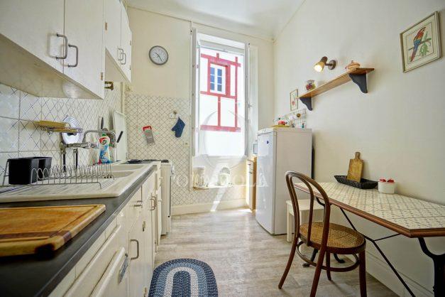 location-vacances-biarritz-appartement-ancien-plein-coeur-de-ville-port-vieux-chapeau-rouge-005