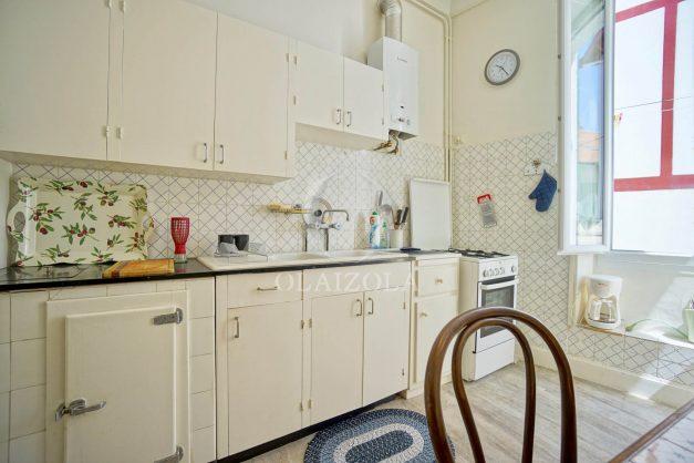 location-vacances-biarritz-appartement-ancien-plein-coeur-de-ville-port-vieux-chapeau-rouge-006