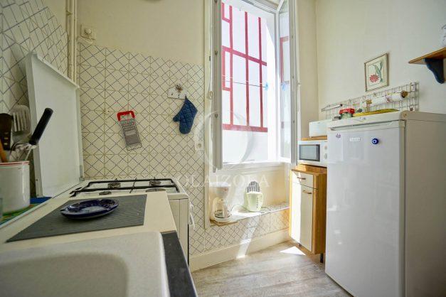 location-vacances-biarritz-appartement-ancien-plein-coeur-de-ville-port-vieux-chapeau-rouge-008