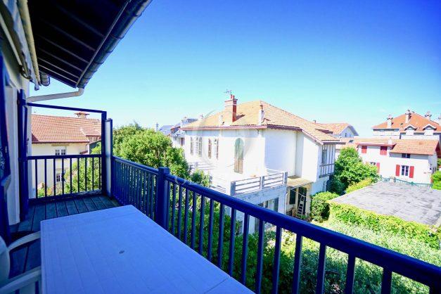 location-vacances-biarritz-appartement-centre-ville-proche-grande-plage-avec-parking-ideal-couple-avec-enfant-001