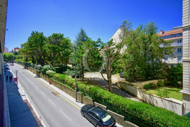 location-vacances-biarritz-coeur-ville-parking-plage-a-pied-place-clemenceau-balcon-001