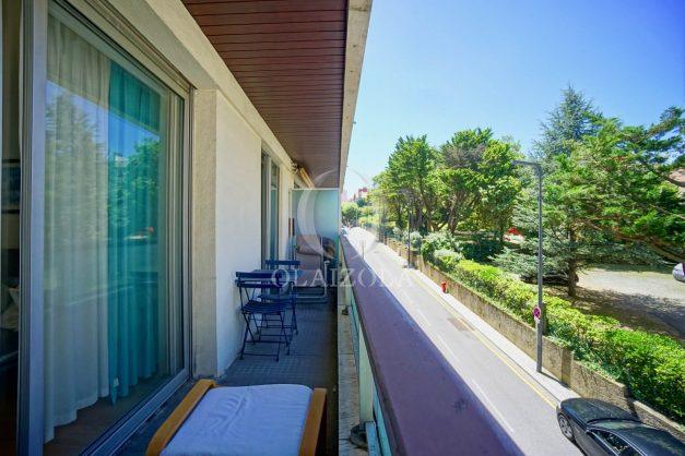 location-vacances-biarritz-coeur-ville-parking-plage-a-pied-place-clemenceau-balcon-003