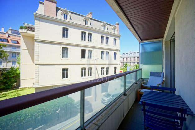 location-vacances-biarritz-coeur-ville-parking-plage-a-pied-place-clemenceau-balcon-004