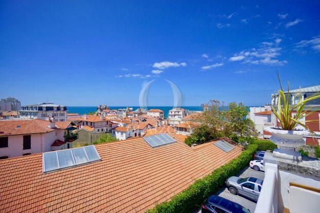 location-vacances-biarritz-plein-coeur-des-halles-vue-mer-terrasse-plage-a-pied-commerces-005