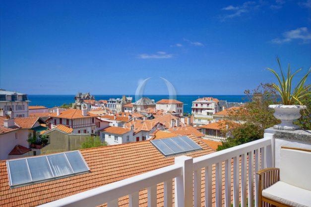 location-vacances-biarritz-plein-coeur-des-halles-vue-mer-terrasse-plage-a-pied-commerces-006