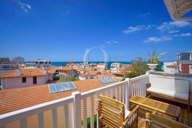 location-vacances-biarritz-plein-coeur-des-halles-vue-mer-terrasse-plage-a-pied-commerces-007