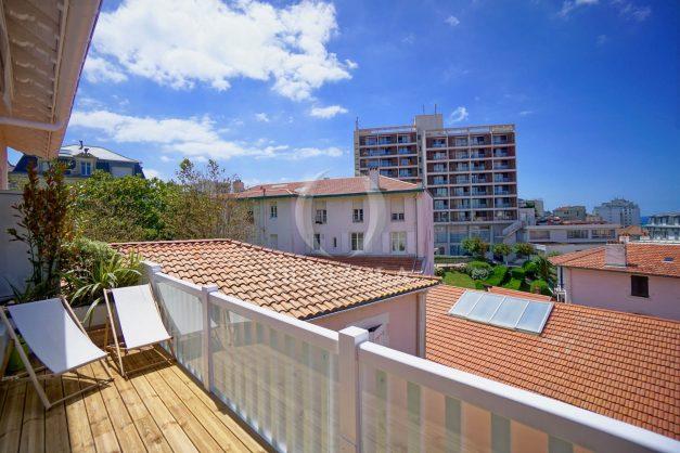 location-vacances-biarritz-plein-coeur-des-halles-vue-mer-terrasse-plage-a-pied-commerces-008