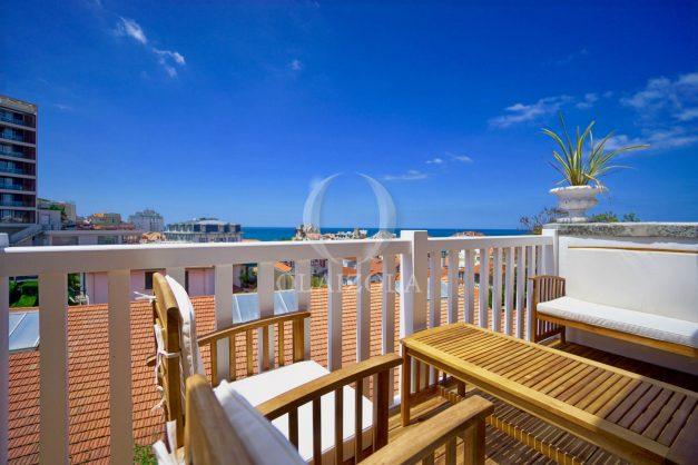 location-vacances-biarritz-plein-coeur-des-halles-vue-mer-terrasse-plage-a-pied-commerces-009