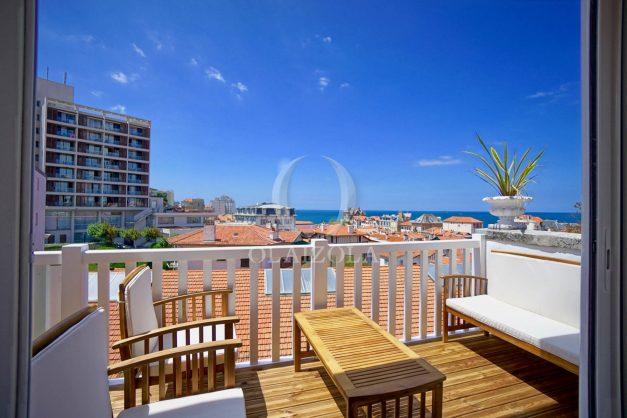 location-vacances-biarritz-plein-coeur-des-halles-vue-mer-terrasse-plage-a-pied-commerces-010