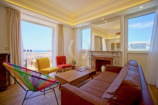 location-vacances-biarritz-plein-coeur-des-halles-vue-mer-terrasse-plage-a-pied-commerces-011