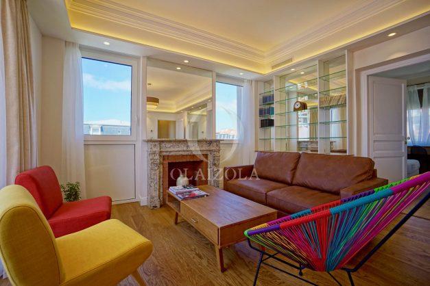 location-vacances-biarritz-plein-coeur-des-halles-vue-mer-terrasse-plage-a-pied-commerces-012