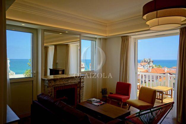 location-vacances-biarritz-plein-coeur-des-halles-vue-mer-terrasse-plage-a-pied-commerces-015