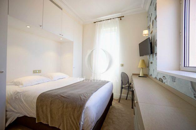 location-vacances-biarritz-plein-coeur-des-halles-vue-mer-terrasse-plage-a-pied-commerces-025