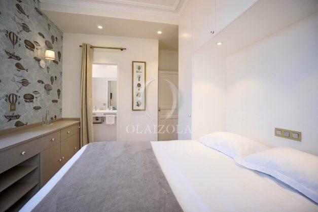 location-vacances-biarritz-plein-coeur-des-halles-vue-mer-terrasse-plage-a-pied-commerces-026