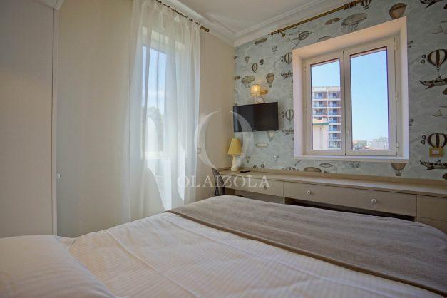 location-vacances-biarritz-plein-coeur-des-halles-vue-mer-terrasse-plage-a-pied-commerces-027